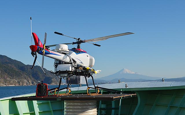 【導入事例】海洋水産資源開発事業(海外まき網)に係る洋上魚群探索への無人ヘリコプター応用に向けた船上発着・飛行・映像伝送試験にULCを活用!